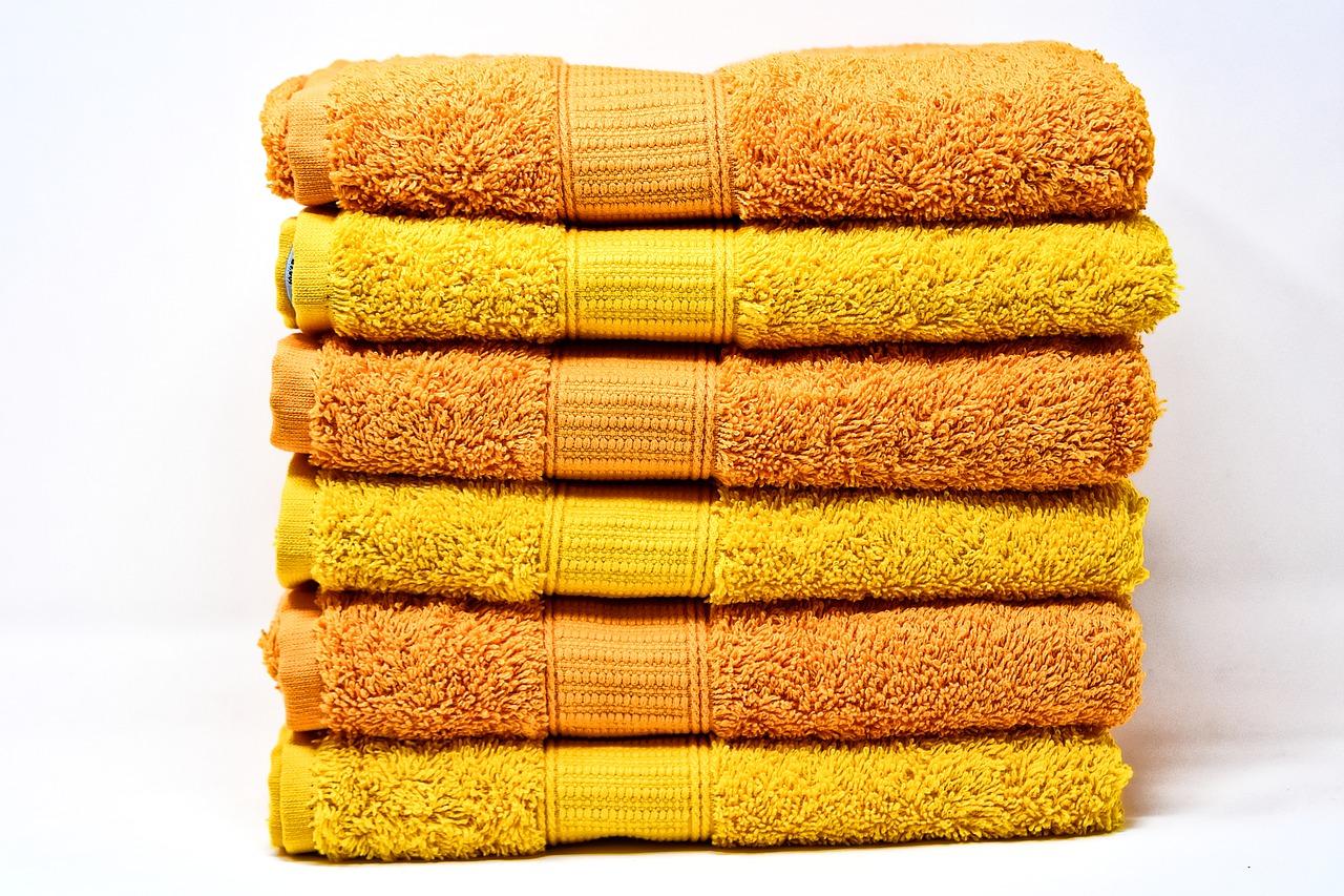 מגבות צהובות וכתומות