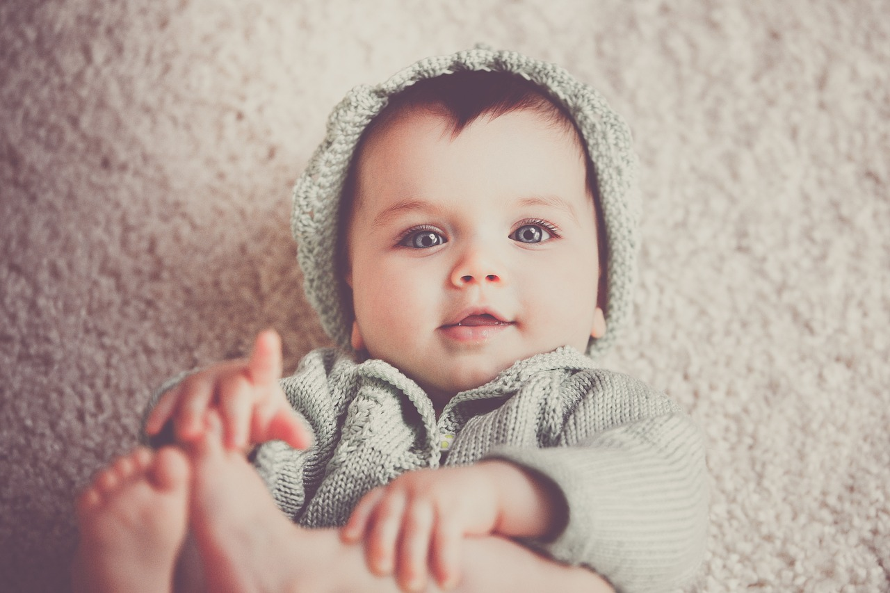 תינוק מחייך