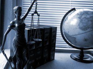שולחן של עורך דין נזיקין