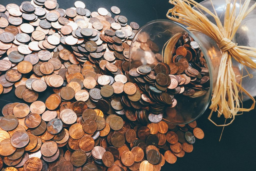 כסף נשפך מצנצנת