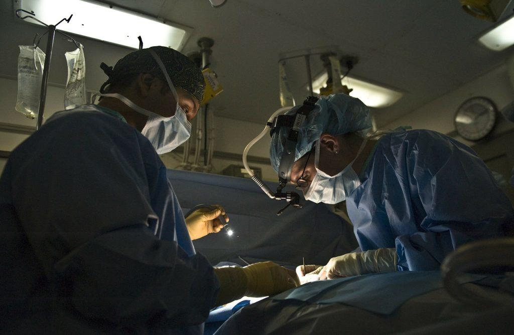 מנתחים